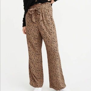 Abercrombie belted wide leg pants Sz L NWT brown